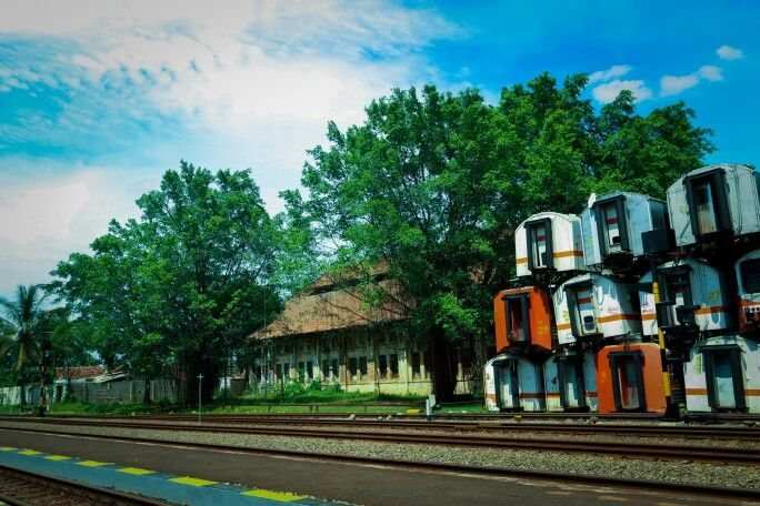 Old train....   #kai #lokomotif #kretaapi #gerbong #canonindonesia #canon #landscape #landscapephotography #purwakarta #statsiun