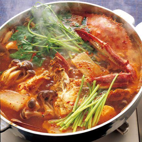 わたりがにのだしがきいた「韓国海鮮鍋ヘムルタン」のレシピです。プロの料理家・李映林さんによる、たら、帆立貝柱、しめじ、大根、せりなどを使った、88Kcalの料理レシピです。