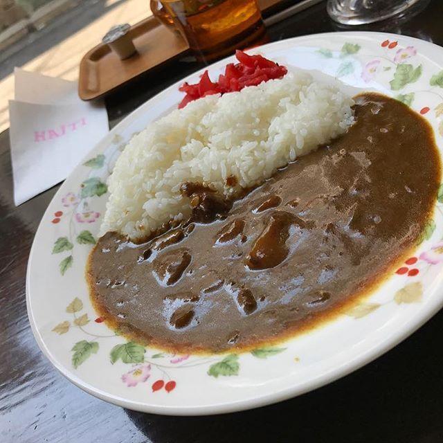美味しすぎてすぐ食べてしまったカフェハイチのポークカレー。なんと500円! テラス席(テラス席というより外の席)で食べるカレー美味すぎ。暑い暑い言いながら食後に飲むアイスコーヒーも本当に絶品。  #カレー #カレー部 #中野 #カフェ #ハイチ #ドライカレー #新宿 #ランチ #休日 #飯テロ #肉 #スパイス  #美味い #肉 #curry #japanesefood #tokyo #meat #pork #hot #tastegood #lunch #japan #lacomida #咖喱 #餐飲 #카레 #일본음식 #식품 #ジュピカレ記録 #102食目