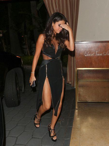 Selena Gomez Photos - Selena Gomez Arriving at Her Hotel - Zimbio