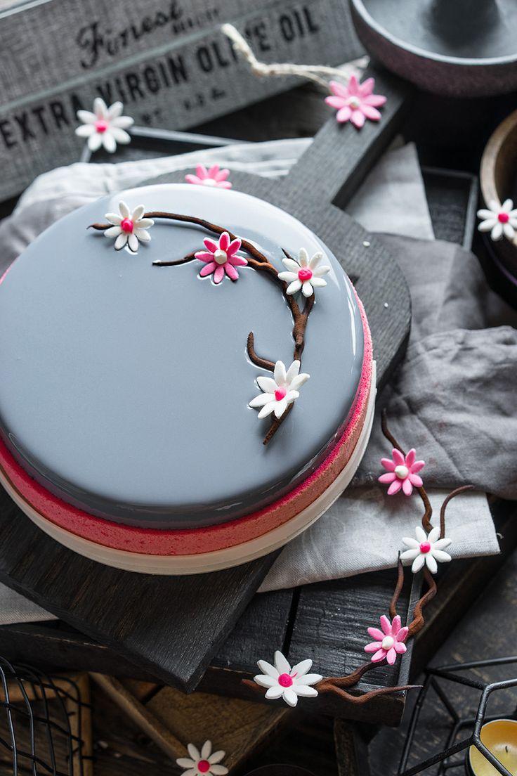 Современные десерты: муссовый торт «Грейс» со вкусом черники, малины и белого…