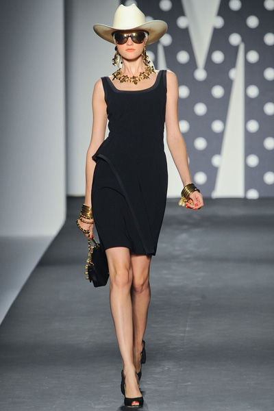 MOSCHINO : perfect little black robe.