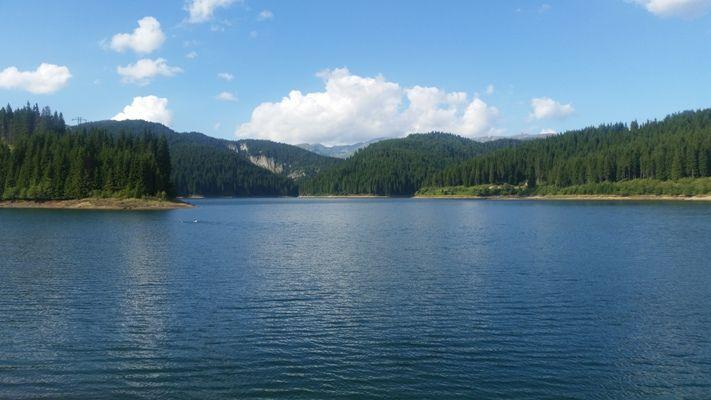 Lacul Bolboci este un lac de baraj artificial in Masivul Bucegi, pe raul Ialomita, in spatele barajului Bolboci, cu un volum util de 13 milioane metri cubi. In lacul Bolboci se varsa si raul Bolboci.