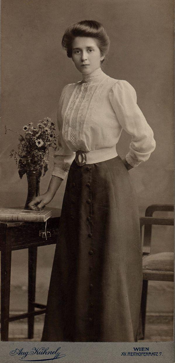 Anna Zouloder, 1911