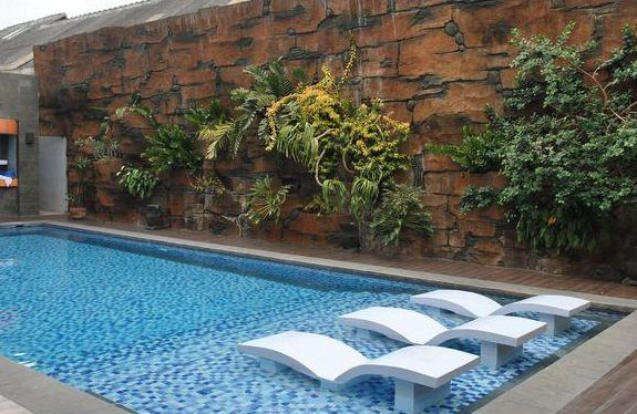 The pool is one of the featured amenities. After swimming do not forget to drink in the joy of a variety of juice ... More info: 0817 5460 488 / 0811 250 3070