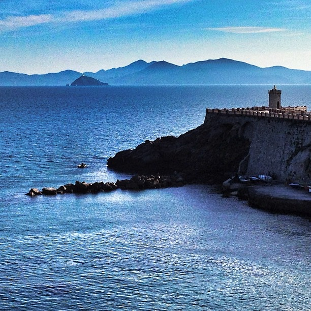 Piombino, Tuscany, italy #italy #italia #instaitalia #mytravelgram #toscana #tuscany #piombino #naovamosvoltarnao | by deinhamendes