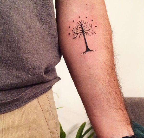 #gondor #gondortree #lordoftherings #lordoftheringstattoo #fantasytattoo #finelinetattoo #fineline #fineliner #finelines #tree #treetattoo #trees #tree_captures #treestagram #tattoodesign #tattoo instagram @jrigoto #tatuaggio #tatouage #blacktattoo #blackink #blackwork #linetattoo #lineworktattoo #lineart #tolkien #tolkiencollection #tolkienfan #hobbit #humanrace