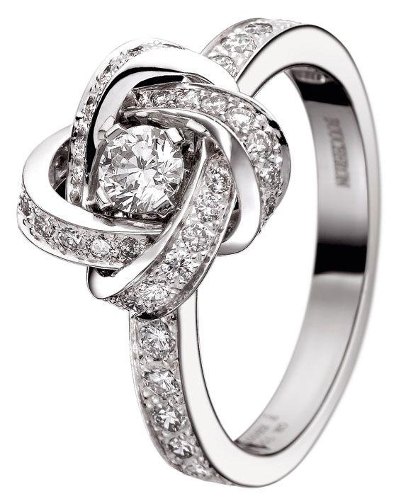 OMG - forrado por los lados y 3+ct/gms   Boucheron-Ava-Pivoine-ring. A love knot promise ring.  Cute!