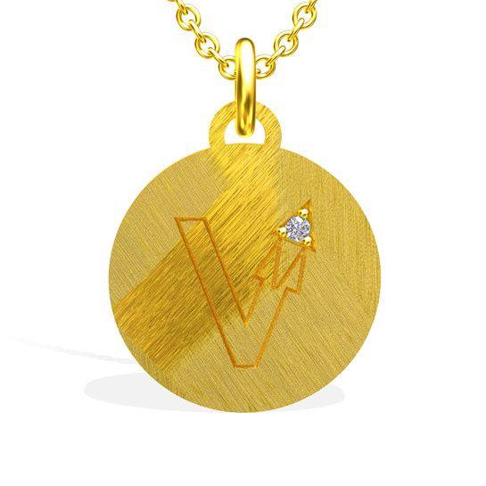 Les médailles initiales gravées de Sweety Jane http://www.vogue.fr/joaillerie/le-bijou-du-jour/diaporama/les-medailles-initiales-gravees-de-sweety-jane/17598