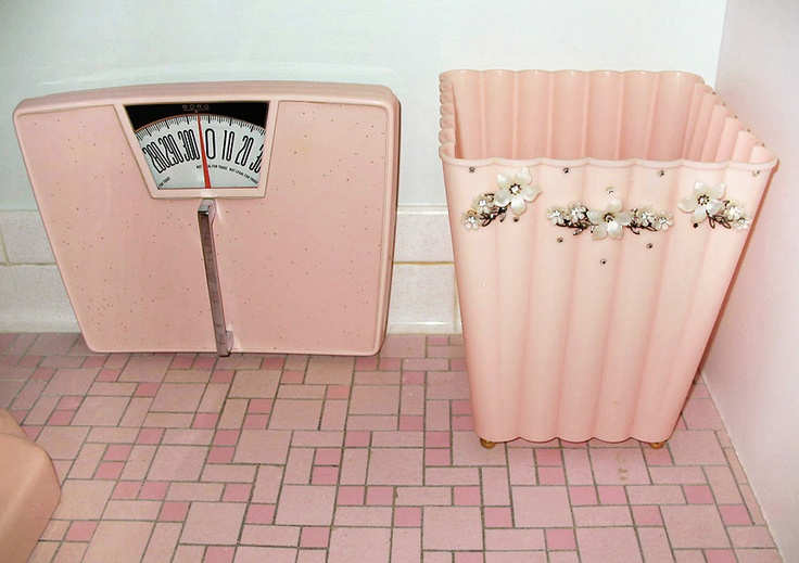 1000 images about mid century bathrooms on pinterest for Pink toilet accessories