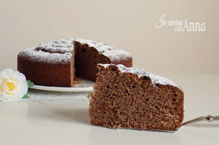 Oggi vi presento una torta sofficissima e buona buona con un ottimo aroma e sapore alle mandorle,la torta soffice agli amaretti!
