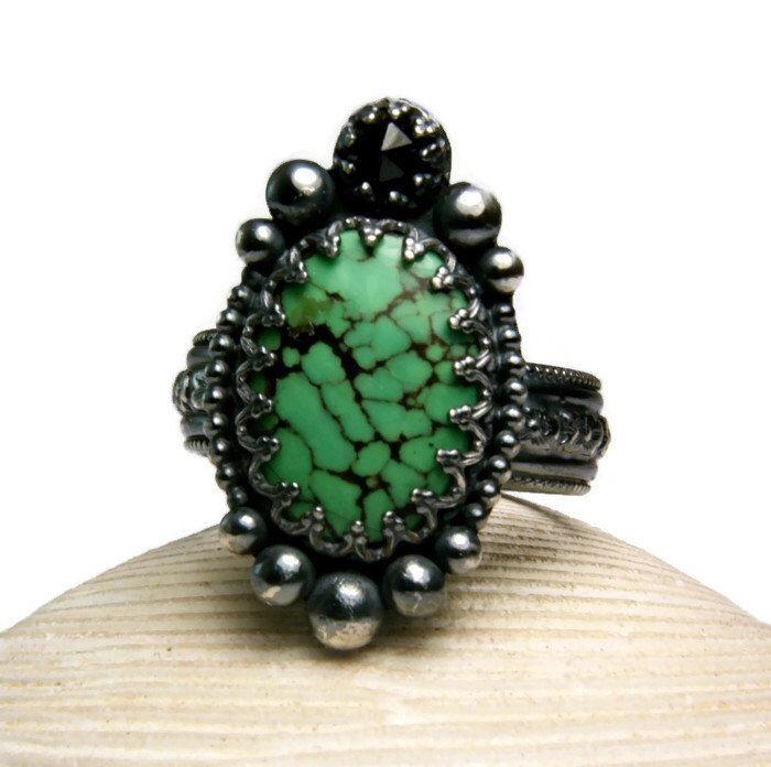 Plata anillo verde turquesa, pieza de declaración, personalizado de estilo Vintage, piedras preciosas de ónix negro, tamaño de TazziesCustomJewelry en Etsy https://www.etsy.com/es/listing/185183194/plata-anillo-verde-turquesa-pieza-de