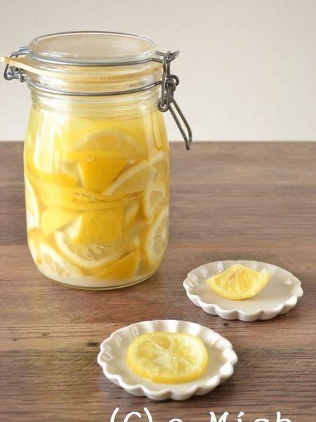 【動画あり】今注目の塩レモン。 ・・・いわゆるレモンの塩漬けですがモロッコでは調味料としておなじみ。 梅干しのようにさわやかな塩分はいろいろな料理にも合います!
