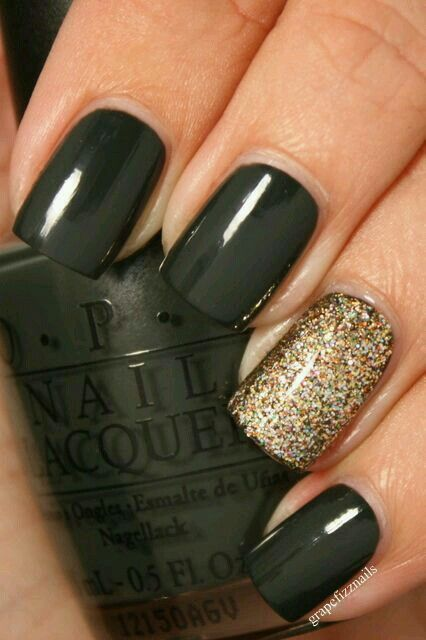 Black & gold glitter/sparkle nail polish colors / combo. Ideal for Fall / Winter or black tie (formal) event. G;)