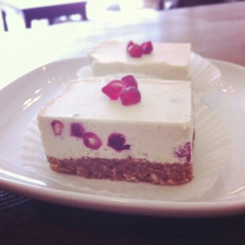 Pomegranate raw cake