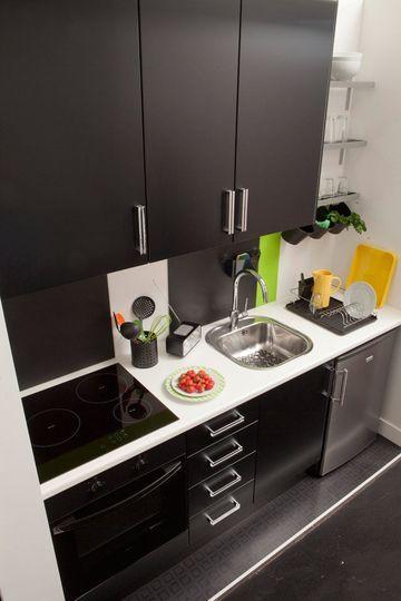Des meubles noirs pour une petite cuisine chic - Cuisine couleur, cuisine bonheur ! - CôtéMaison.fr
