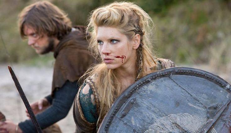 Son muchas las historias, las leyendas y la mitología que envuelven a los venerados y valientes vikingos. Conquistadores, salvajes, guerreros… los habitantes del norte de Europa eran los amos y señores de los mares y el terror de los pueblos costeros. Sin embargo, no todo lo que cuentan es verdad. La sociedad vikinga estaba llena …