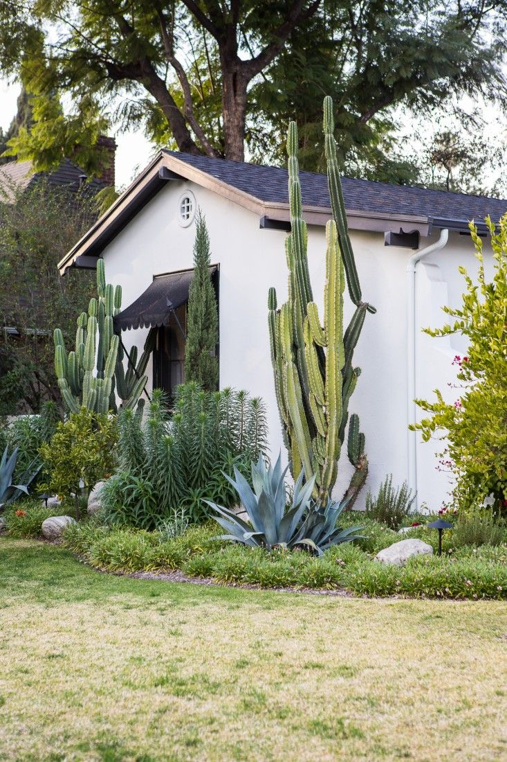 Martha Mullholland House in Los Angeles, Photographed by Laure Joliet