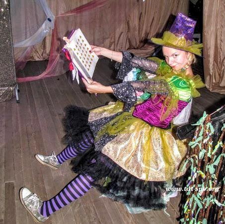 Спешите заказать! Скоро выпускной в детском саду! Выпускной в детском саду «Школа Магии и Волшебства» Волшебные палочки, заклинания, полеты на метле, магические предметы — всё это очень нравится будущим первоклассникам. В начале праздника все дети принимаются