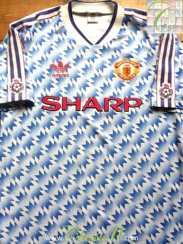 Relive Manchester United's 1990/1991 season with this vintage Adidas away football shirt.