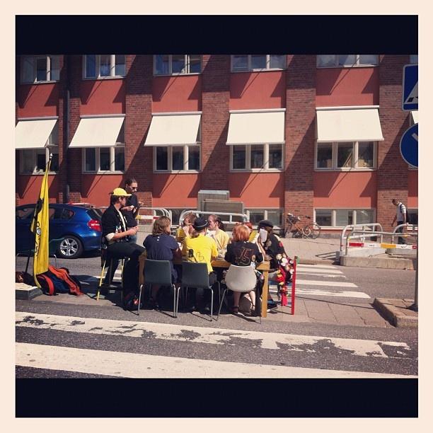 "@academicwork's photo: ""Lite KTHsittning mitt i gatan!"""