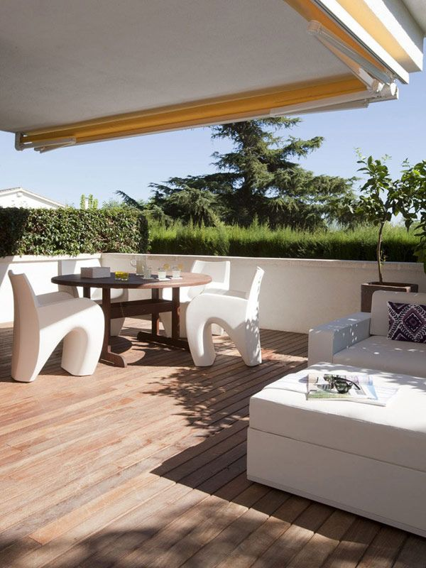 white contemporary home in spain 8