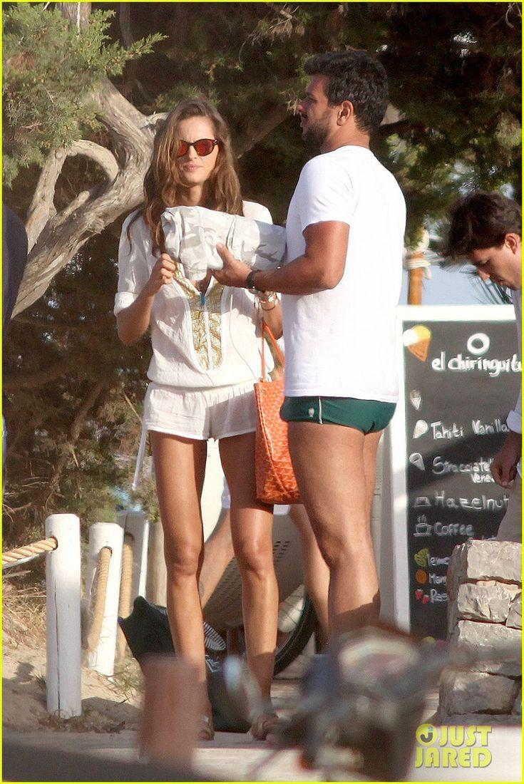 Bikini-Clad Model Izabel Goulart Makes Out with Boyfriend Marcelo Costa!