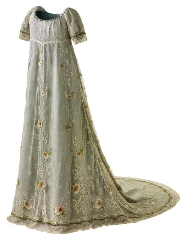 1804-1810, France Court dress attributed to Jean-François Bony Silk taffeta; silk tulle embroidered with silk, cotton and chenille Musée des Tissus
