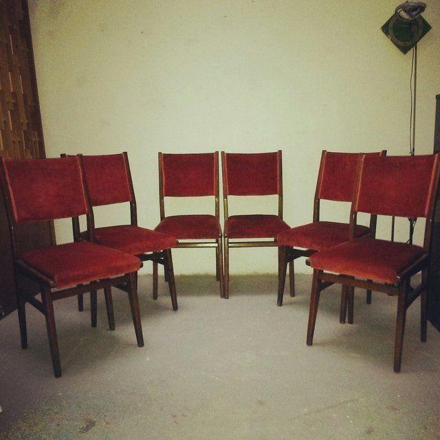 [400€] Collezione di 6 sedie anni 50 in teak e tessuto rosso, perfettamente conservate. #magazzino76 #viapadova76 #milano #vintage #modernariato #antiquariato #design #industrialdesign #furniture #mobili #modernfurniture #sofa #poltrone #divani #arredo #arredodesign #anni50 #teak