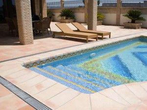 Detalle coronación piscina.       bordillo de piscina - bordillo para piscina - bordillo de terracota manual - bordillo artesanal - bordillo rustico