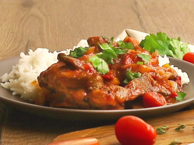 Die Hähnchen-Tomaten-Pfanne ist auch im Alltag schnell gezaubert und schmeckt super gut. Also ran an die Pfanne!