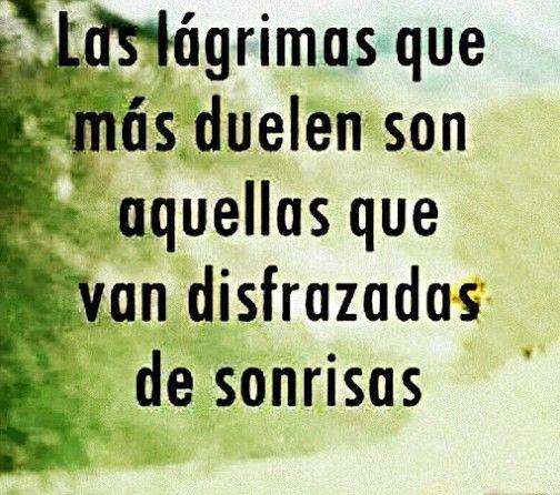 Las lágrimas que más duelen son aquellas que van disfrazadas de sonrisas. #frases