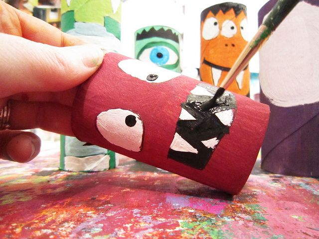 Reuse toilet paper rolls and paper towel rolls to create these little monsters! Cute. :-)