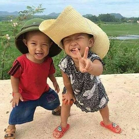 Smiles in Laos ; }