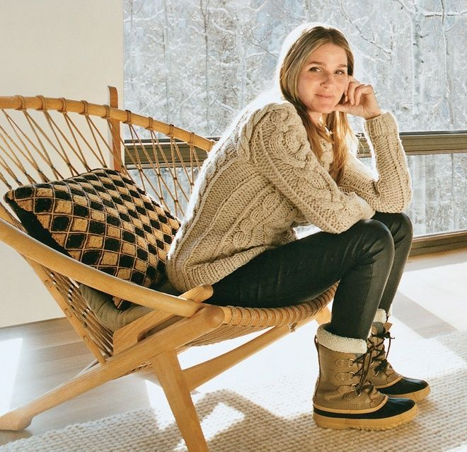 what to wear for apres ski, ski outfit, winter outfit, snow outfit, fisherman sweater, sorrel boots, black leather leggings, aerin lauder
