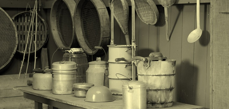 1850, i primi laboratori di gelateria  Nella seconda metà dell'Ottocento nascono i primi laboratori di gelateria, sono i nostri connazionali del Cadore e della Val di Zoldo a creare a Vienna e Parigi le prime gelaterie e laboratori artigianali.