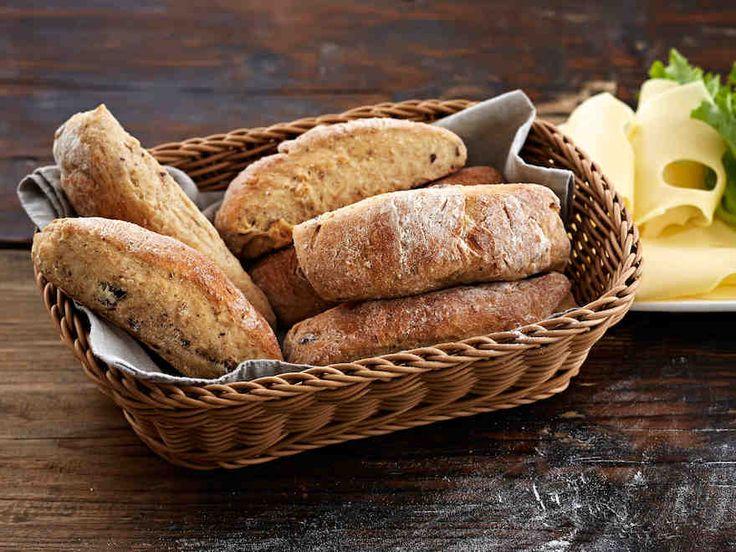 Jogurtti-pähkinäsämpylät | Hyödynnä maustamatonta jogurttia leivonnassa. Jogurtin lisäksi pähkinät sopivat erinomaisesti sämpylätaikinaan.