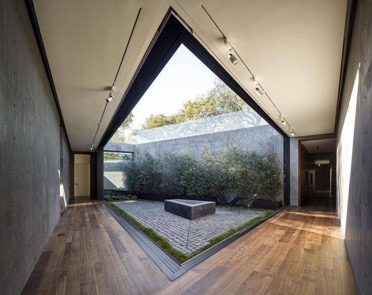Oak Pass House / Walker Workshop