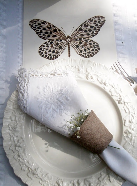 The embossed grape leaf design on this vintage white Wedgewood also leans to the outdoors. And I've been at the peat pots again. This time they ring my vintage linen napkins with a flower sprig peeking out of the top.