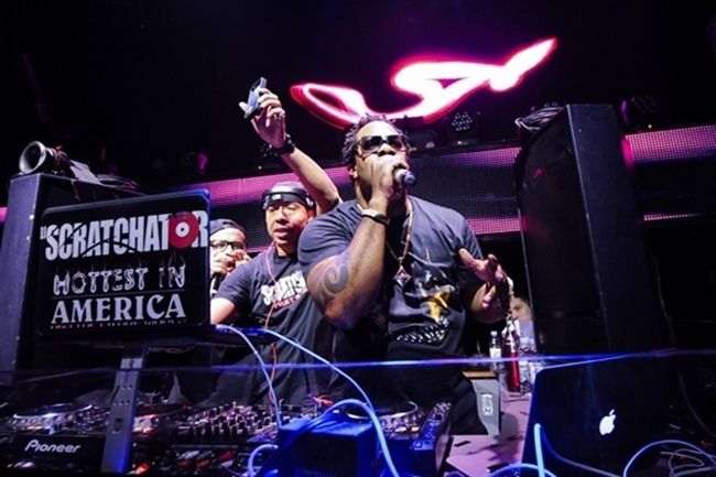 [Photos] Busta Rhymes headlines TAO Nightclub's big game weekend celebration- http://getmybuzzup.com/wp-content/uploads/2014/02/20140201_Busta-19-1.jpg- http://getmybuzzup.com/photos-busta-rhymes-headlines-tao-nightclubs-big-game-weekend-celebration/- Busta Rhymes Headlines TAO Nightclub ByAmber B Saturday, Busta Rhymes headlined TAO Nightclub's big game weekend celebration with help by DJ Politik. At the height of the night, the legendary rapper surprised guests, jumped