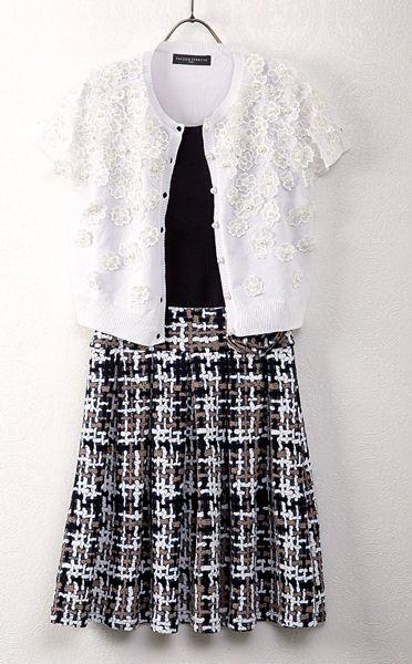 上下の切替がまるでスカートを履いているようなデザインのワンピースと、フラワーモチーフがキュートなボレロ。/ワンピース ¥14,000-(Jusd'Orange)、ボレロ ¥23,000-(税別)(SANDRO FERRONE)/BEKKU FEMME TEL:076-221-2994/TATEMACHI SPRING COLLECTION 2014