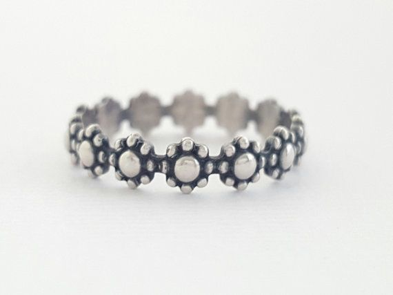 Flower Ring sterling silver ring daisy chain pattern by bluebirdss