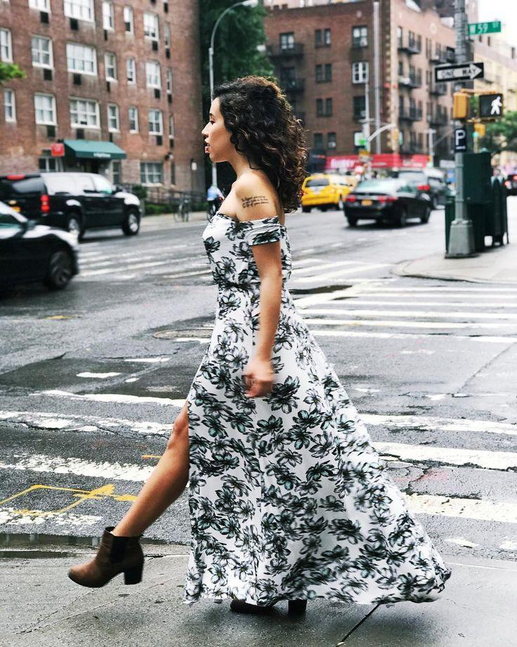 Vestido longo só se for com ombro de fora e estampa floral. Amei e não foi pouco esse modelo da @revolve.