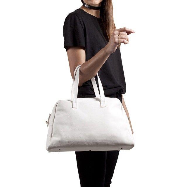 White Elita & Black Collar  #handmade #bags #madeinitaly #leather #elita #white #collar #black #blackandwhite #handcrafted #essentialice #essential