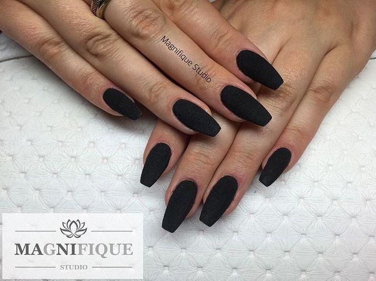 Schwarze stumpfe Nägel Schwarze stumpfe Nägel Sehen Sie sich dieses Instagram-Foto von @magnifique_studio_nails an – Nägel