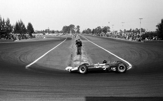 Jim Clark, Lotus 49, on his way to victory, 1967 Mexico Grand Prix, Autodromo Hermanos Rodriguez
