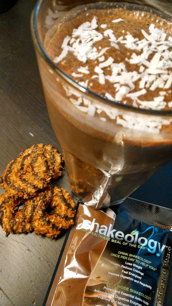 Samoas Girl Scout Cookie:  Chocolate Shakeology + 1 cup almond or coconut milk + 1/2 tsp caramel extract + 1/2 tsp coconut extract + ice. Blend and enjoy!  | HealthyFeelsHappy.com