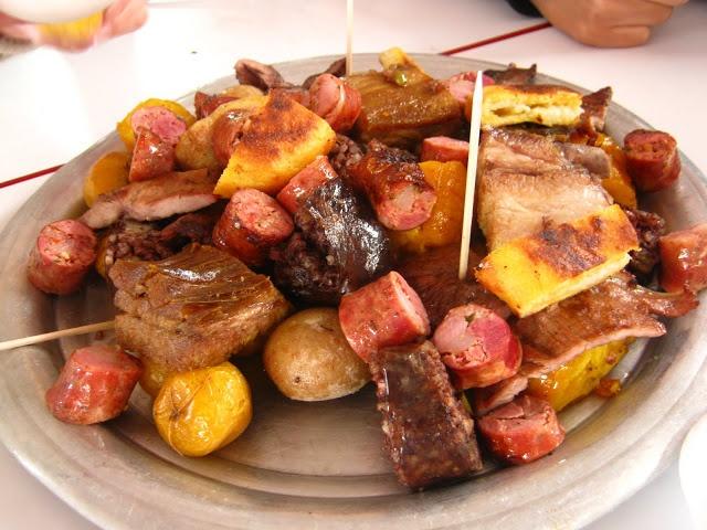 Fritanga. Comida típica Colombiana sabe riquisima. http://lacabana.ibaguered.com