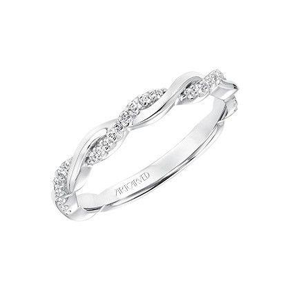 Supernatural Style | https://pinterest.com/SnatualStyle/  ¡Que no falten los diamantes en tu dedo!