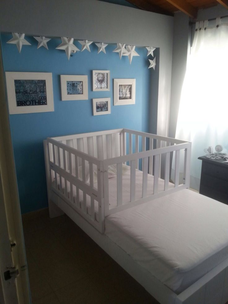 #cuarto de #bebe en todos #azul y #gris plata #blue #grey #babyroom #bed…